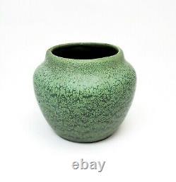 Antique Hampshire Pottery Arts & Crafts Mottled Matte Green Cabinet Vase