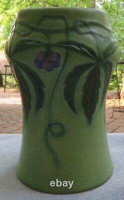 Arts and Crafts Weller Green Fru Russet Virginia Creeper Ivy Vase