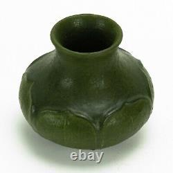 Grueby Pottery matte green 6 leaf squat form 5.5 dia vase Arts & Crafts Boston