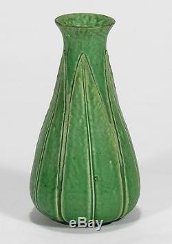 Grueby Pottery matte light green 5 leaf bottle vase Arts & Crafts Boston