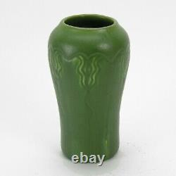 Hampshire Pottery 6.25 vase matte green glaze arts & crafts shape #52
