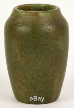 Hampshire Pottery Arts And Crafts Matte Green 5 Tall Vase Great Glaze