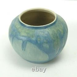 Newcomb College Pottery 1933 moon oak & moss vase Arts & Crafts matte blue green