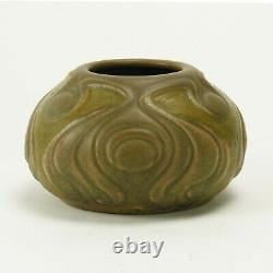 Van Briggle Pottery 1904 bi-color vase shape 146 Arts & Crafts matte green brown