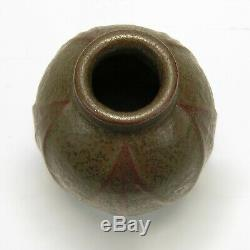 Van Briggle Pottery 1906-07 vase shape 472 Arts & Crafts matte green red clay