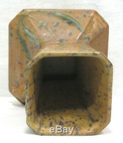 Vtg Roseville Art Pottery FUTURA Arts Crafts Vase 5 1/4 Embossed Vines 1928